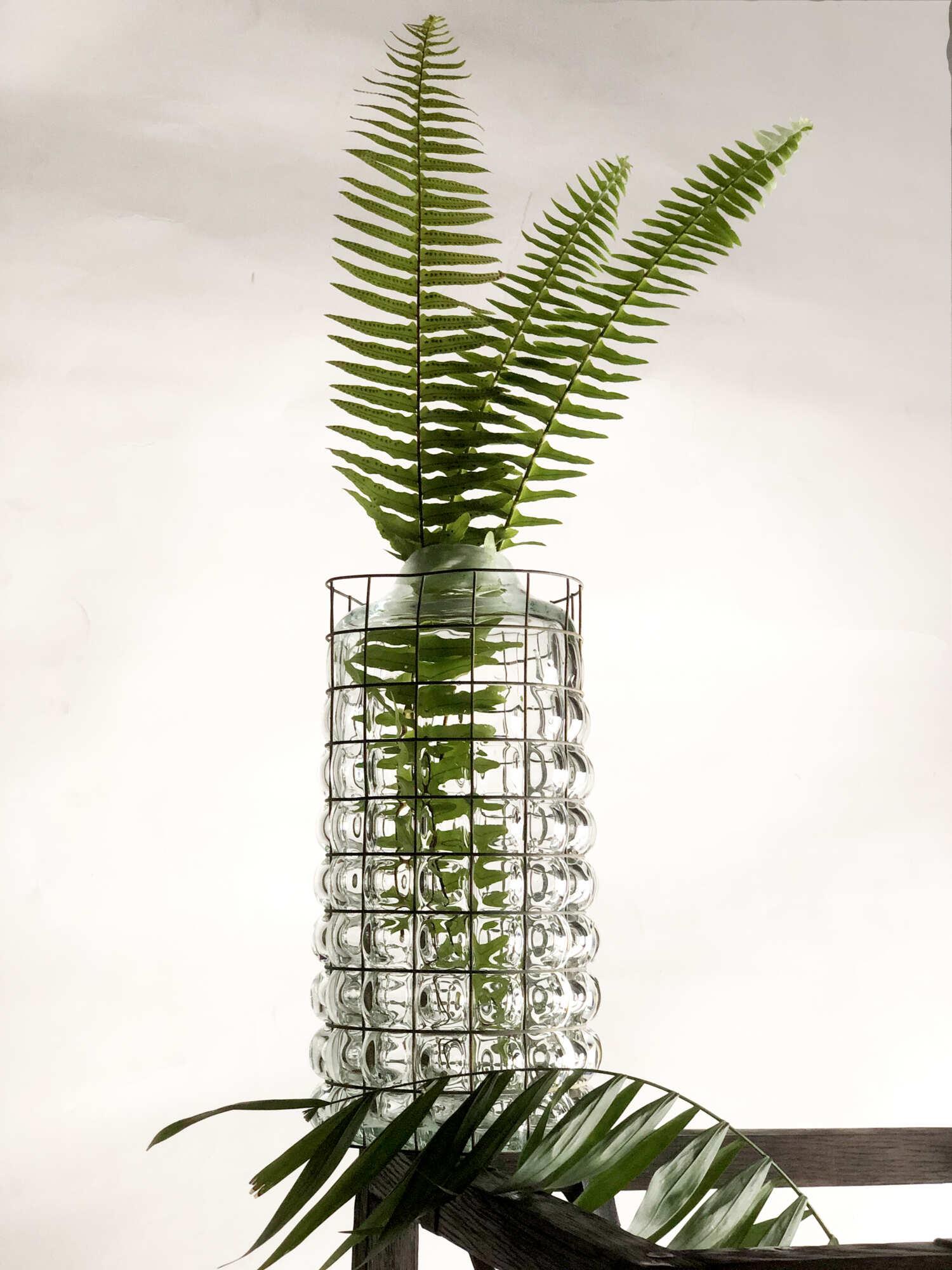 Современная стеклянная ваза
